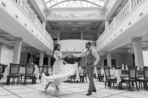 свадебное фото в монохроме
